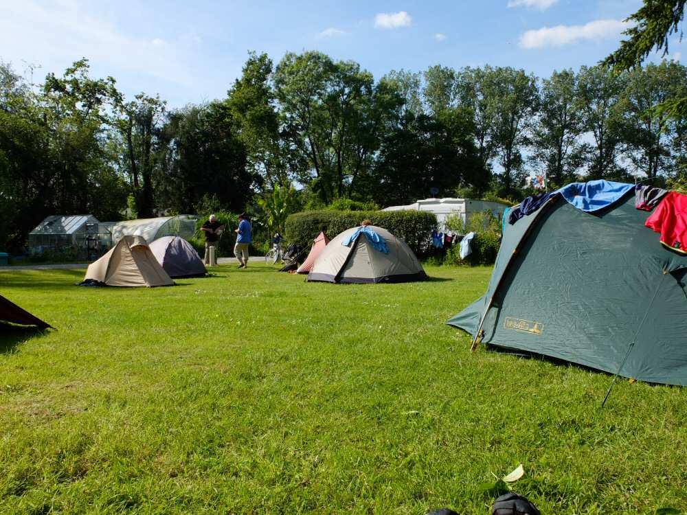 Notre terrain de camping a gouarec for Camping garage mort gratuit loire atlantique